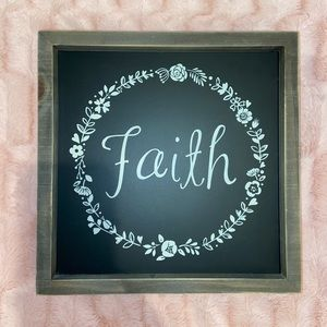 """""""Faith"""" wooden decor sign"""
